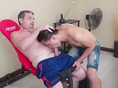 Gym daddy cocksucked by...
