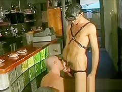 Ragazzi italiani in triangolo gay in cucina gay...