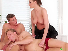Foxy gal in sexy nylons joins 3some...
