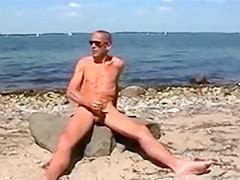 Gay henndrik solo beach naked cum on stone...