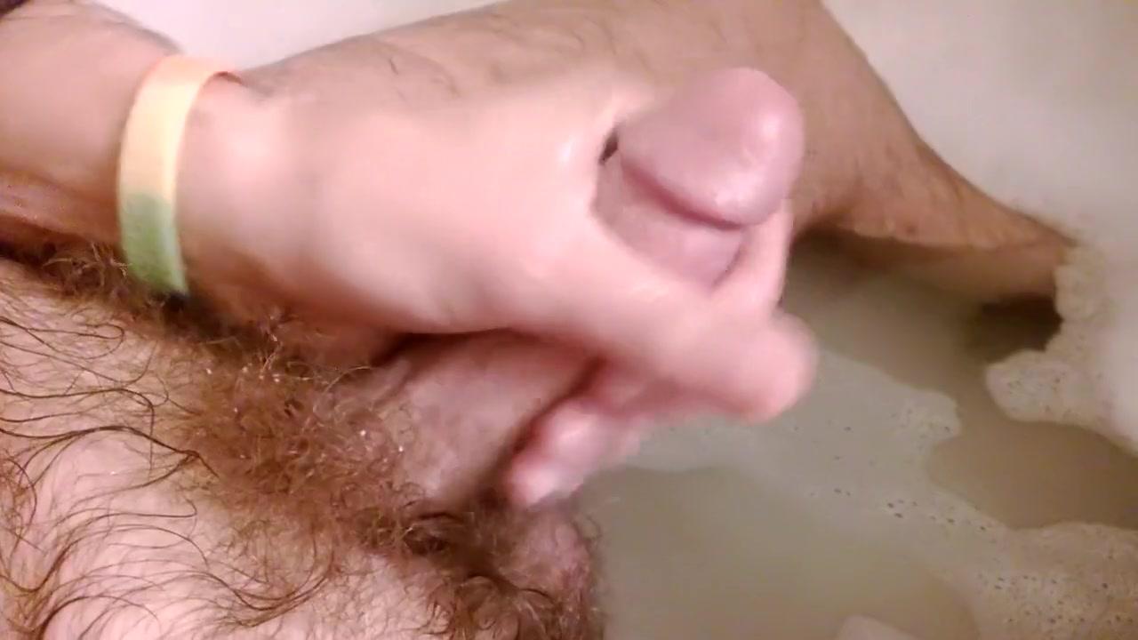 Rub a dub dub, rub one out in the tub Big tits tiny bra
