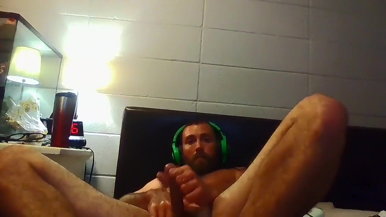Str8 guy watching porn and stroke on bed big black butt girl
