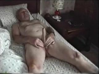 Desmond Masturbating Swinger club paris france