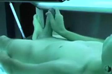 horny under tanning bed Nakna powerpuffpinglorna