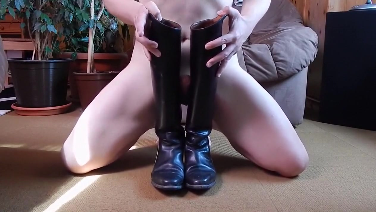 Cum between leather ridingboots Fuck all girls porn