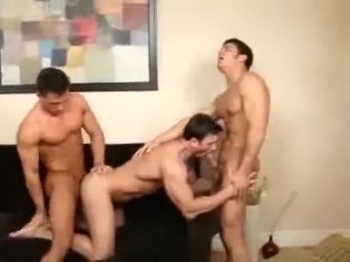 3 MUSCLE GUYS Videos of babes cumming