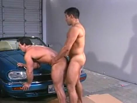 Max & Tom Two Hairy Housewives Masterbating