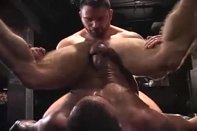 2 Muscle Bears fuck sex mom and boys
