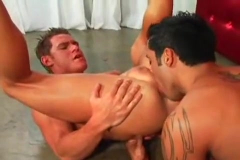 Two muscle guys Pakistani Mujra Fuck