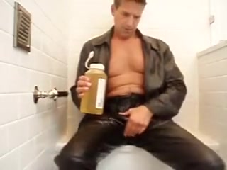 Make Water and Cum in Leather & Boots Mature video feet handjob