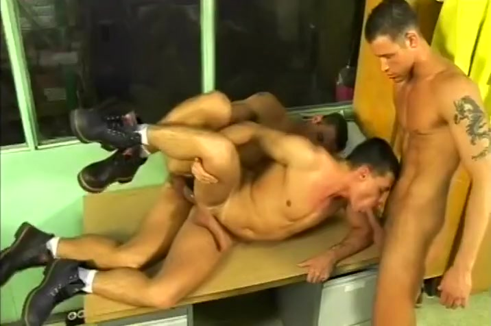 Gay Blue Collar Guys in Threesome Gratuit bdsm amateur video