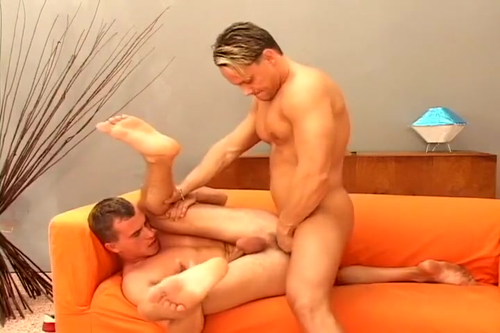 Hot Stud Sucks Off Gay Twink Then Takes It In The Ass Hardcore fucking in college