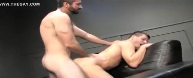 Derek Steele Muscle Moving Company male massage by male