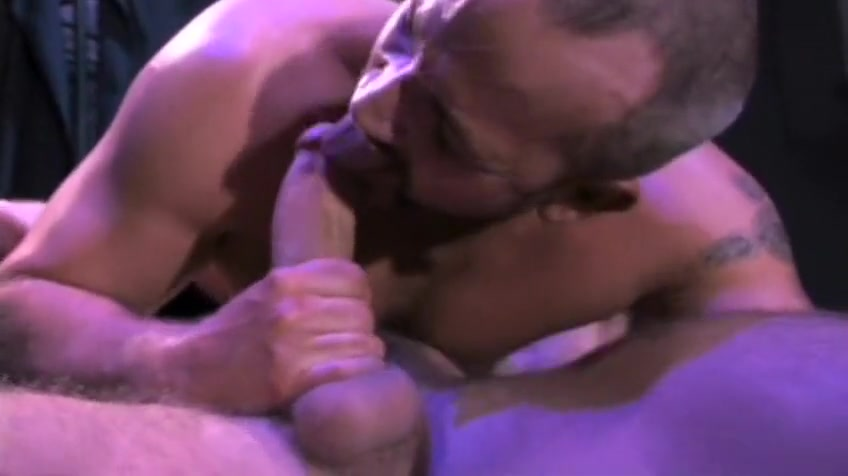 Hot Muscle Men Jerk off on face clips