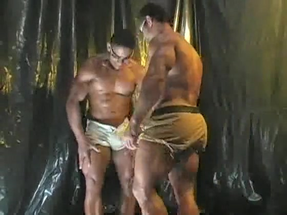 2 Bodybuiders Worship girl sucks off guy in movies