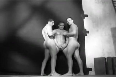 Leo Giamani Nash Lawler Sexy women big boobs bikini side image