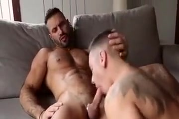 Hot Muscle Guy Jerkoff Ebony coeds kissing and sharing cock