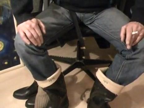 nlboots - aigle jodphurs, socks, exposed feet & bata wellies Do women want sex on here in Mallawi