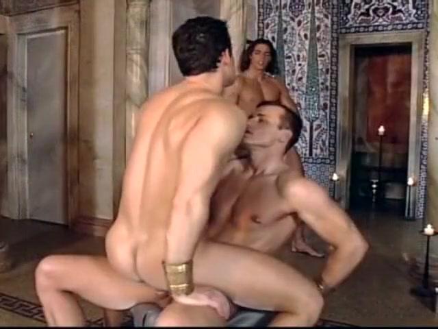 Orgie au palais du pharaon Hairy women stripping