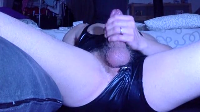 Latex wanking off in the mask Ladies how about a little advice please in Lota