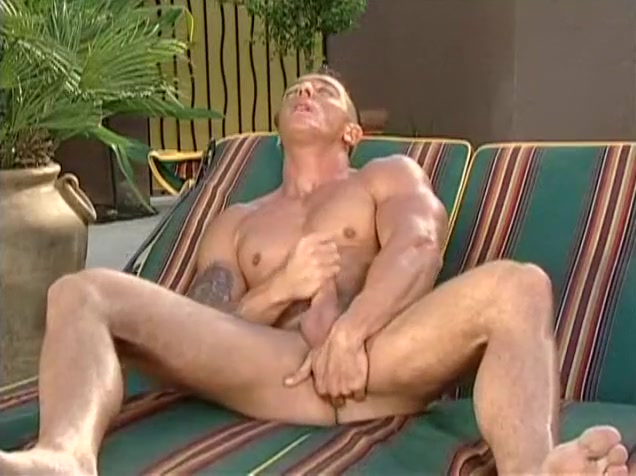 Hot Beefy Hunk Outdoor Wanking o my sex toys