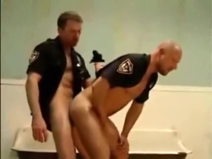 Naturally Dazzling Policeofficers Cute chick Cleo Castellari enjoys rough anal sex