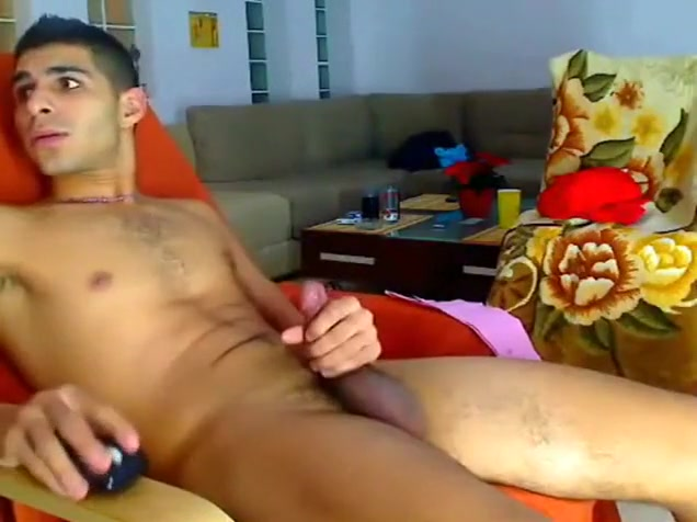 Hung Uncut Guy Wanks On Cam In Front Of Flatmates cum internal mail shot