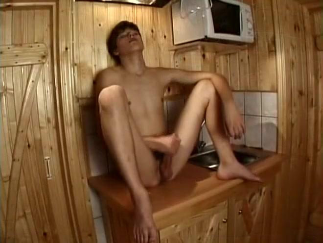 Twink Kitchen Jerk online streaming sex video
