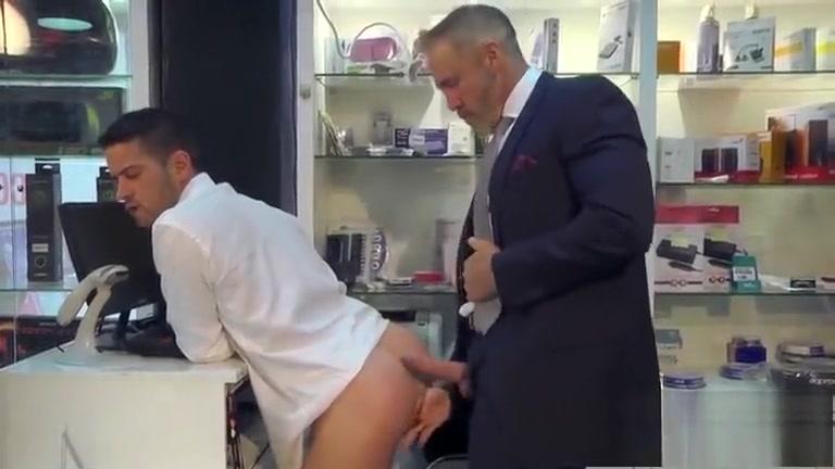 Dando gostoso pro cliente da loja wife deep throat with cum hamster