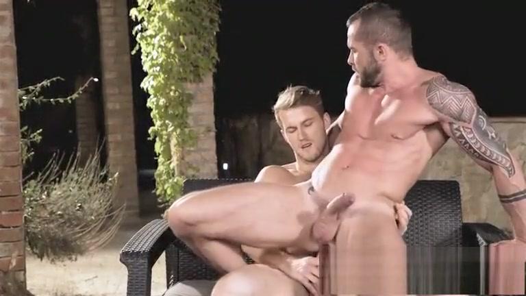 Loiro tesudo mete o pirocao sem capa em macho barbudo Erotic nude nipples
