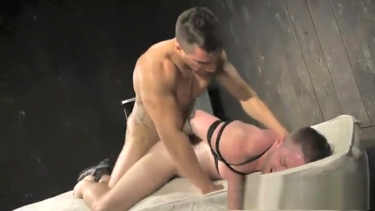 MASSAGEM NO SEU PAU Two Euro blondies having anal orgy