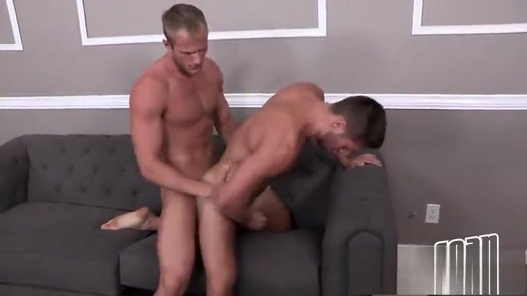 Blake e Lane Showing big tits gif