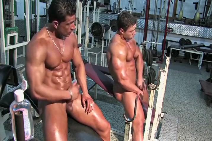 4-11 3 Bodybuilders in the Gym Milf Deep Videos