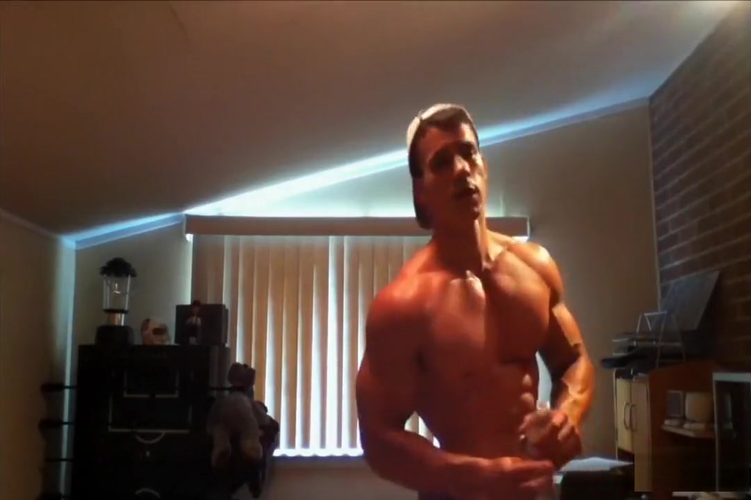 young muscle hunk flexing Milf X Tube