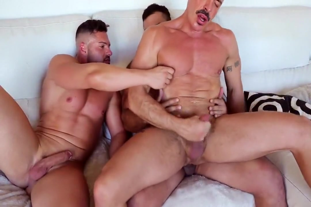 Wankin & Bare Fuckin With Rogan, Gabe, & Marc Disney flash milf nude
