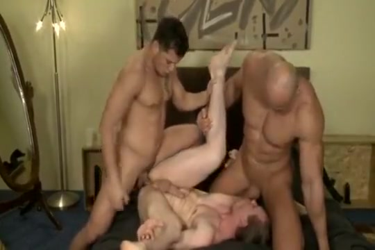 Euro hunk Threesome Catfight fd