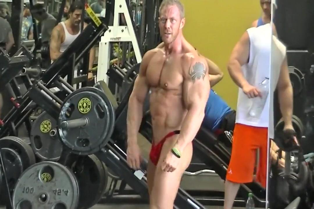 David Paterik posing at gym Dating pdf portfolio sites