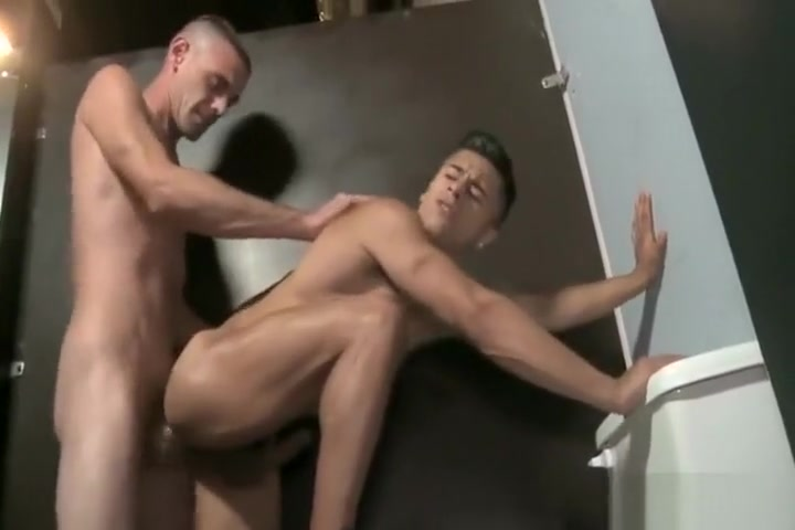 Glory Hole fuck desi sexy girls duing sex in baathroom photos