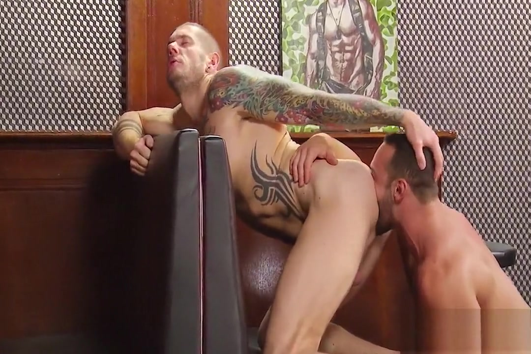 muscle buds have sex inside empty bar Perfect tits missionary xvideos.com