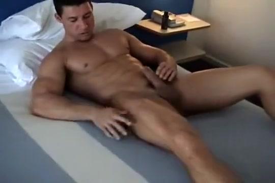 Robert jerks off gay daddy kink porn