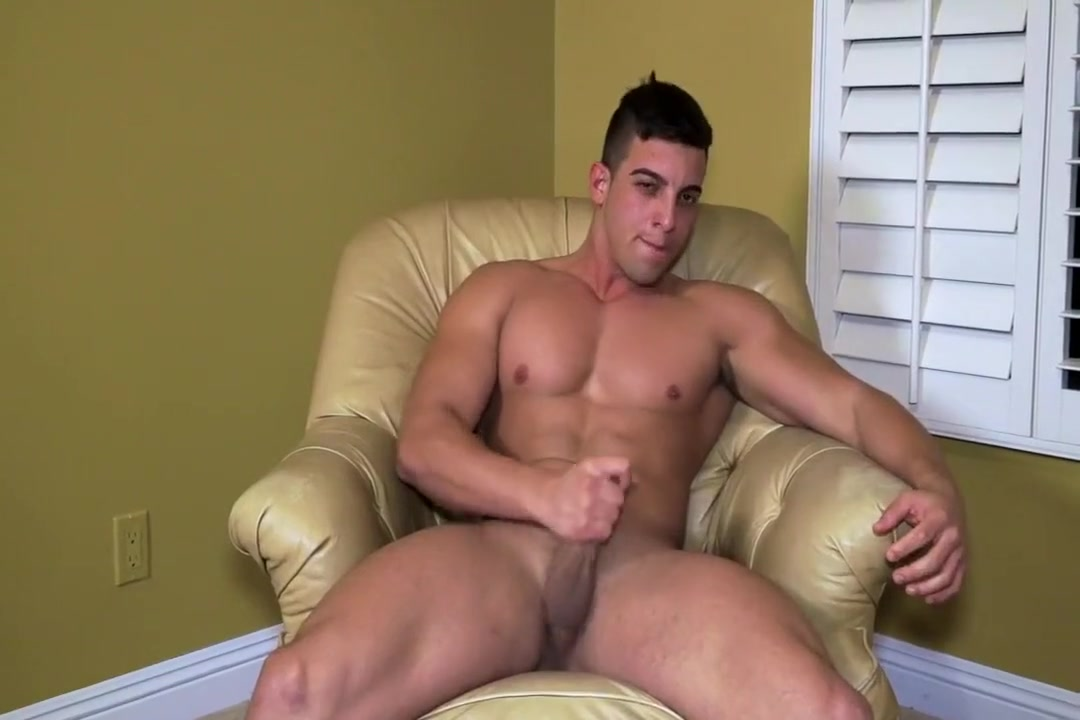 Hottie Jacob Taylor showers and strokes off bbw hot sex fuking