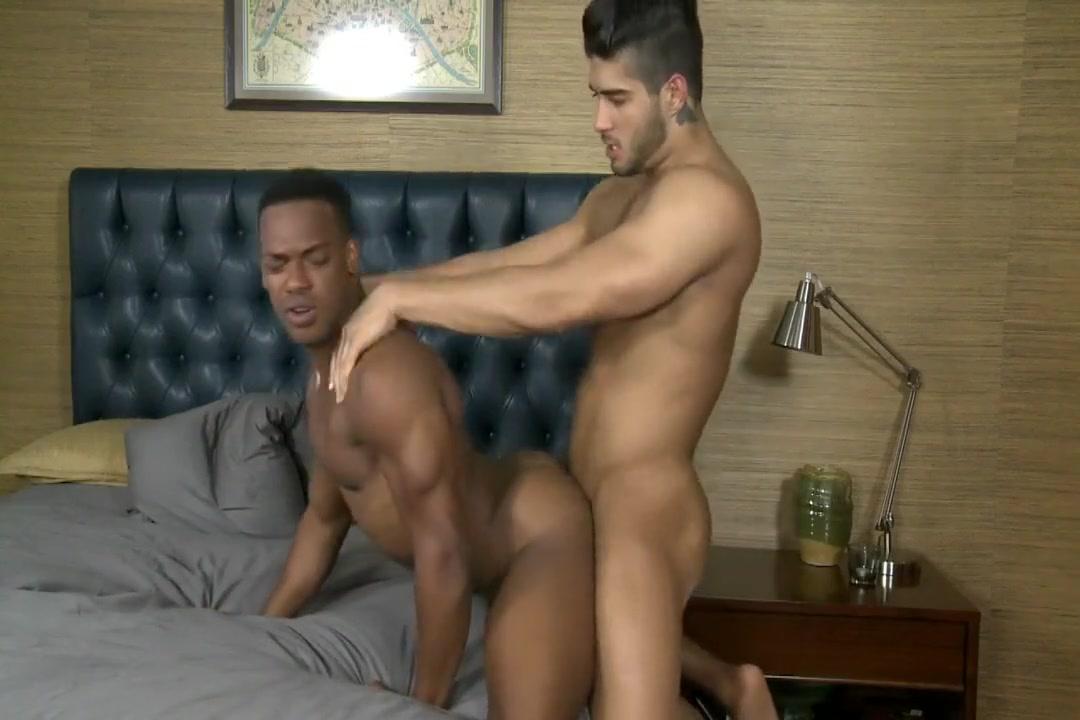 11-14 11 Adrian & Diego Wake up for masturbation
