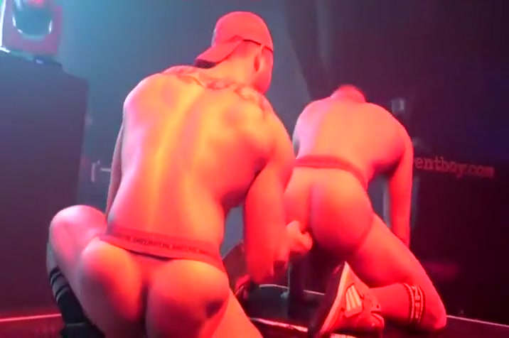 Austin Wolf with his boyfriend live on stage Blow job smiley table