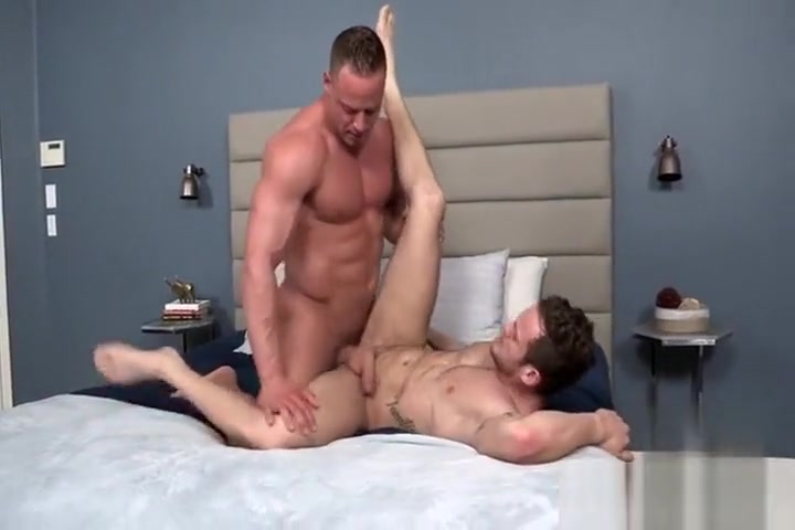 Extra Large Young Bodybuilder barebacks his Hairy Buddy How to make up from a fight