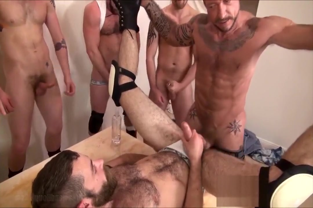 The Wolf has a thing for Pigs - bareback Couple using dildo