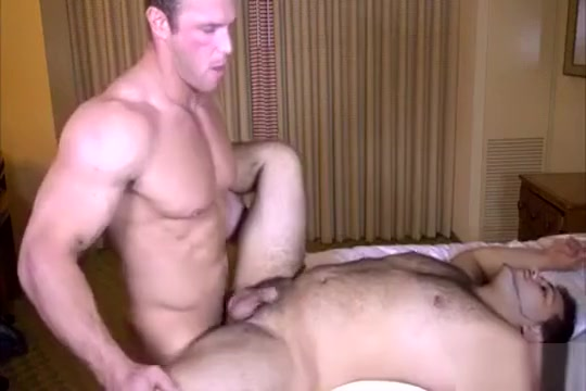 Zach fucks a muscle bear Dating sites usa esta en
