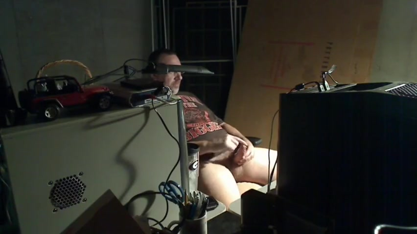 CAUGHT_DADDY_JERKINGOFF_WATCHING_PORN_003 Bear Gay Love