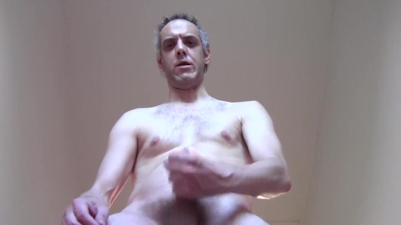 Sborro molto mentre mia sorella, a seno nudo, mi osserva e si eccita! Porn preview movie clip