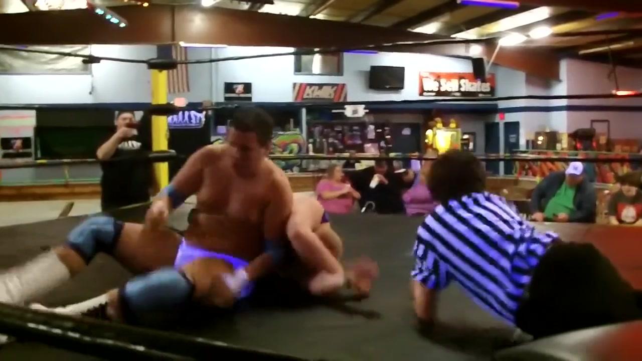 Hot Wrestling Men: Young vs Storm Twerking shorts