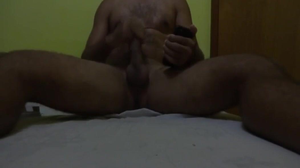 CORNO PEDIU P/ EU FAZER UM TRIBUTO OLHANDO A FOTO DA PUTA DA SUA ESPOSA. Bd sex online